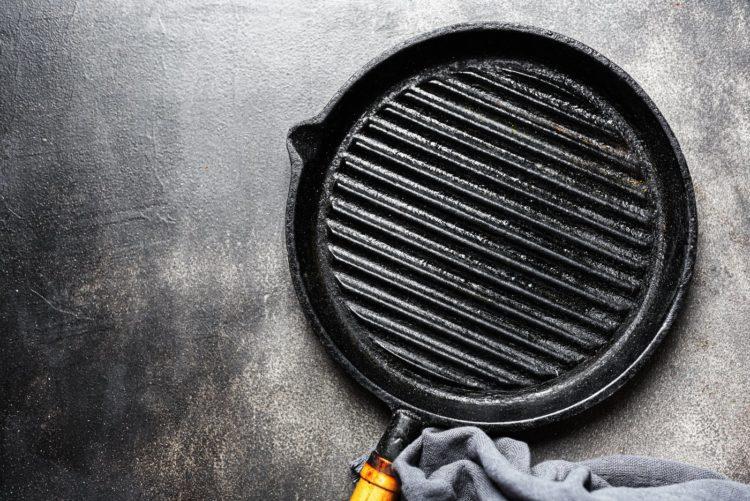 Seasoned cast iron grill pan