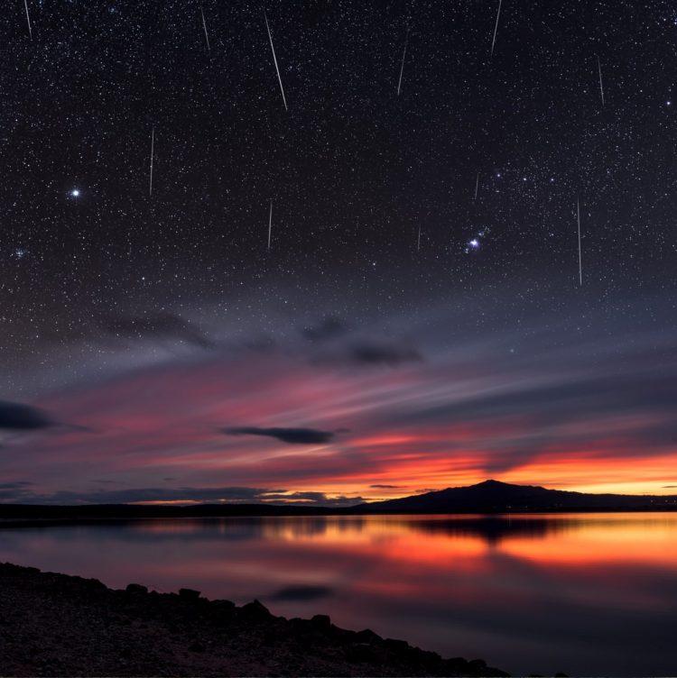 Many meteors - Shooting stars