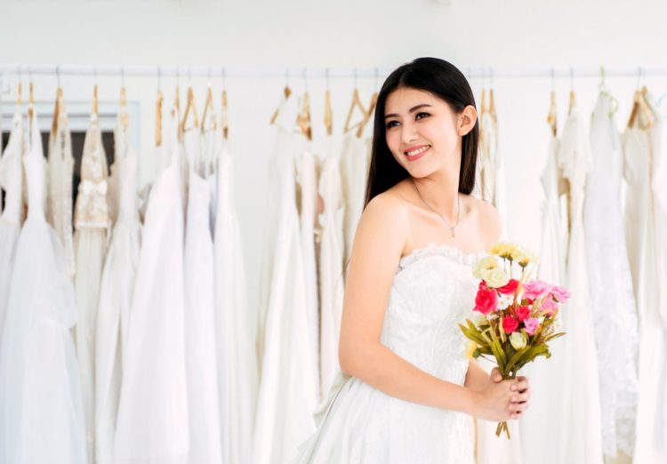 Choosing an inexpensive wedding dress