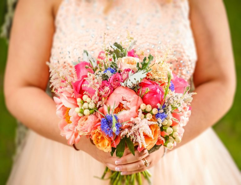 How can you get an inexpensive wedding dress for less than $100?