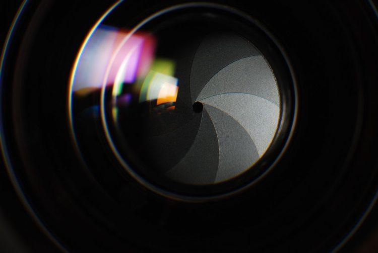 SLR-DSLR camera aperture opening